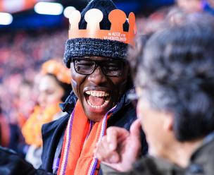 Dankzij KPN konden veel vluchtelingen een wedstrijd van Oranje bijwonen