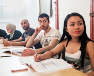 Overweegt u om een bijozndere gift te doen aan VluchtelingenWerk Nederland? Bekijk de mogelijkheden