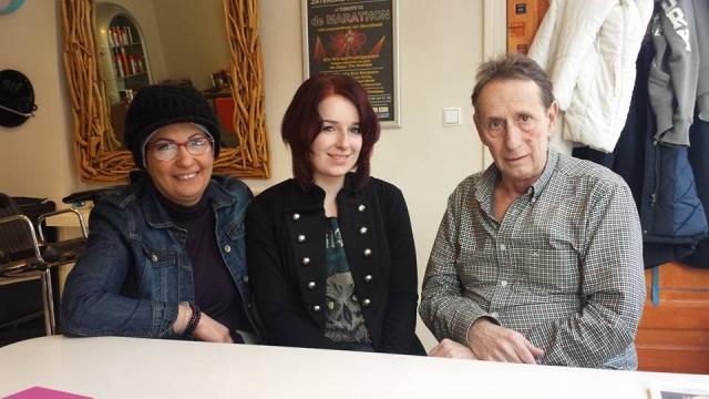 De Syrische Jihan komt naar Kapper Frank om Nederlanders te ontmoeten en de taal te oefenen