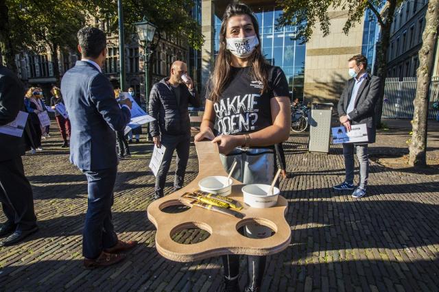 Kamerleden kregen van vluchtelingen een bakkie koffie aangeboden